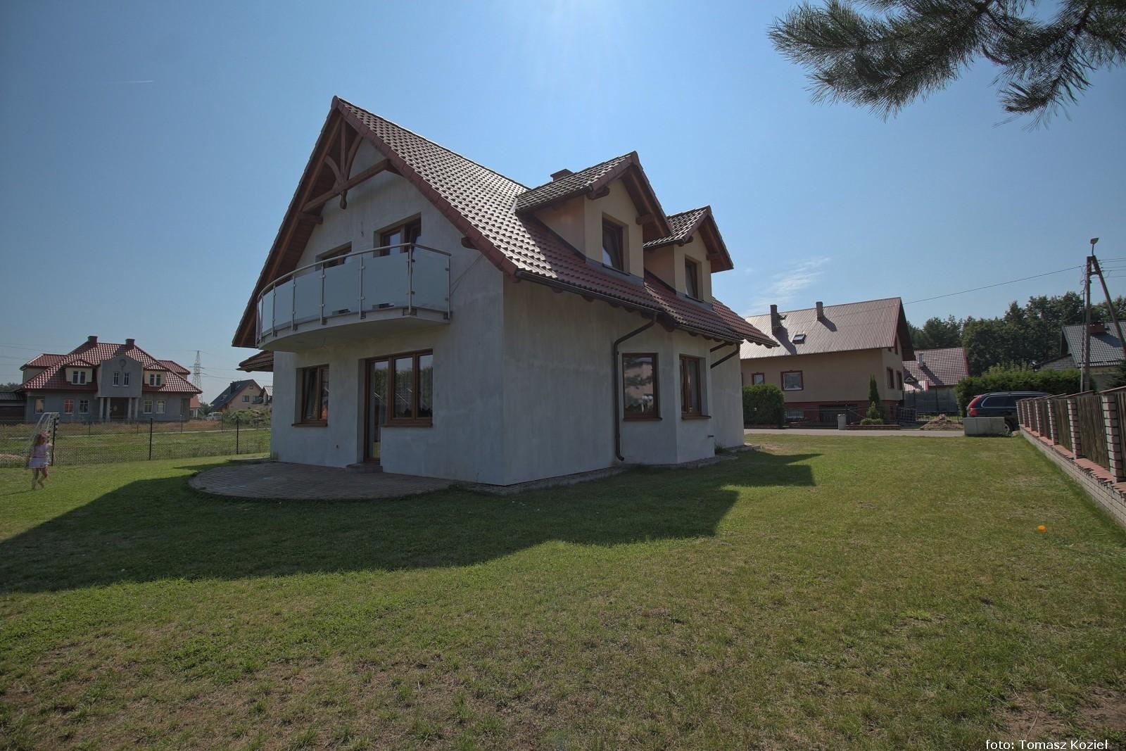 Kiełpino piękna wieś kaszubska, dom blisko rzeki Raduni.